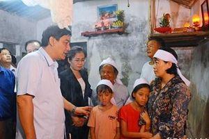 Lãnh đạo Nghệ An thăm hỏi gia đình các ngư dân bị mất tích trên biển