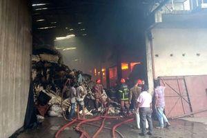 Hỏa hoạn thiêu rụi một nhà máy dệt, ít nhất 6 người thiệt mạng