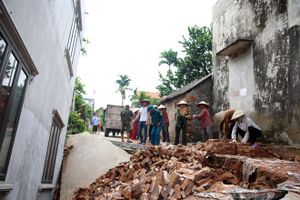 'Hố tử thần' nuốt một ngôi nhà 2 tầng tại xã An Tiến (Hà Nội)