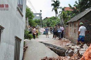 Hà Nội: 'Hố tử thần' nuốt gọn nhà dân