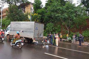 Tông xe tải đang dừng sửa chữa, một cán bộ công an thiệt mạng