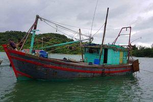 Giải cứu thuyền viên mắc kẹt trên biển ở Cô Tô trước khi bão số 2 đổ bộ