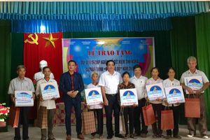 Chương trình 'Màu hoa đỏ' trao 20 sổ tiết kiệm nghĩa tình tại tỉnh Hà Nam