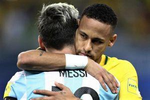 Neymar ôm an ủi Messi sau trận bán kết Copa America