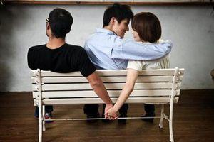 Đau khổ phát hiện vợ ngoan hiền ngoại tình với đối tác