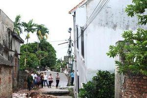 Hố tử thần 'nuốt' ngôi nhà 2 tầng tại Hà Nội: Di dời 3 hộ dân