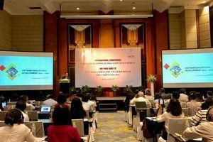 Tiếp cận và xây dựng chiến lược phát triển giáo dục Việt Nam