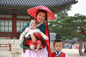 Mới sinh vài tháng, Oanh Yến bế con sang Hàn Quốc thi... hoa hậu