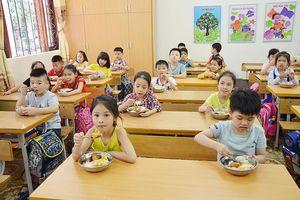 Phụ huynh ở Quảng Ninh lo chọn trường tiểu học để con được học bán trú