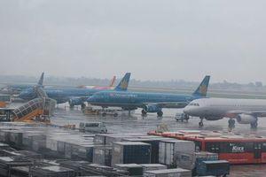Hàng loạt chuyến bay bị hủy vì ảnh hưởng cơn bão số 2