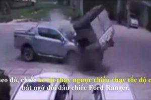Thái Nguyên: Xe tải 'quay tròn' sau khi đâm nát đầu xe bán tải