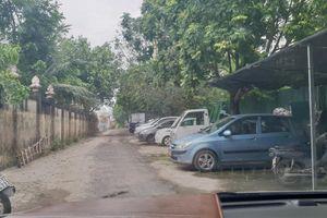 Hoàng Mai – Hà Nội: Bãi xe trái phép 'chiếm' lối đi vào nghĩa trang tại phường Yên Sở