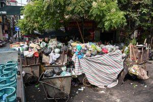 Hà Nội lại ngập rác khi bãi rác Nam Sơn bị chặn