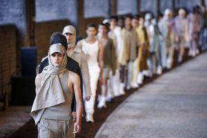 Bộ sưu tập thời trang cuối cùng của Hoàng tử UAE vừa đột tử tại Anh