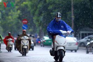 Những lưu ý hữu ích khi đi xe máy trời mưa bão