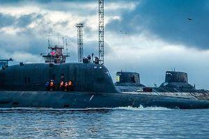 14 thủy thủ Nga nhốt mình trong ngọn lửa để cứu chuyên gia dân sự và cả con tàu