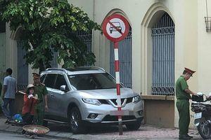 Pha đỗ xe 'khôn lỏi' của tài xế và cái kết bẽ bàng, cầm giấy đi nộp phạt