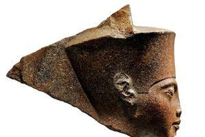Đầu tượng pharaoh Tutankhamun của Ai Cập được bán đấu giá 6 triệu USD