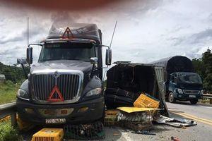 Xe khách vượt ẩu gây tai nạn trên cao tốc Lào Cai
