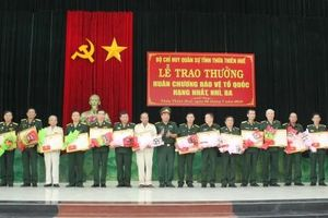 Trao tặng và truy tặng Huân chương Bảo vệ Tổ quốc cho 23 đồng chí