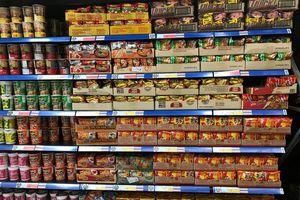 Mì gói, nước mắm Thái tràn ngập siêu thị