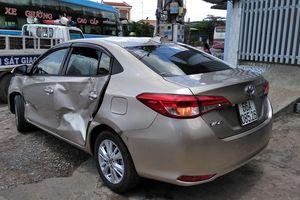 Xế hộp Vios bị xe đầu kéo ủi nát trên đường dẫn cao tốc TP.HCM - Trung Lương