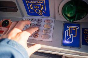 Bạn nên mang theo thẻ gì và bao nhiêu tiền khi đi du lịch châu Âu?