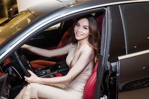 Bị chê viết sai tên hãng xe, Hồ Ngọc Hà trách dân mạng 'khẩu nghiệp'