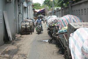 Rác thải chất đống 'ngập' đường phố Hà Nội