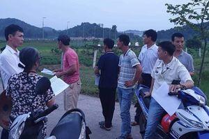 Hà Nội: Dân dỡ lều bạt cho xe thu gom vào nhà máy rác