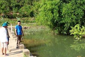 Nghệ An: Một bé trai đuối nước khi theo bố mẹ đi làm