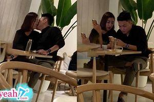 HOT: Lộ hình ảnh Hoa hậu Đỗ Mỹ Linh được bạn trai hôn trong quán cafe, chính thức thoát kiếp FA?