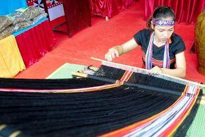 Giữ gìn nghề dệt thổ cẩm để bảo tồn văn hóa
