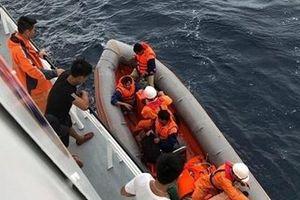 Tiếp tục tìm kiếm 9 thuyền viên Nghệ An mất tích trên biển