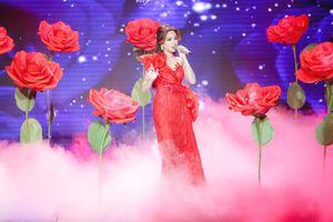 Thần tượng Bolero: Quang Lê thổn thức với giọng ca của Hoa hậu Bolero