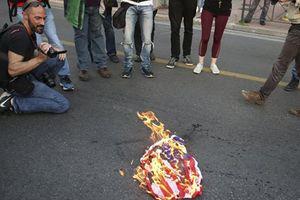 Mật vụ Mỹ bắt người đàn ông đốt quốc kỳ bên ngoài Nhà Trắng