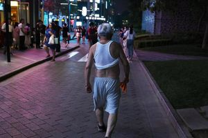 Trung Quốc cấm mốt 'bikini Bắc Kinh' ở nơi công cộng