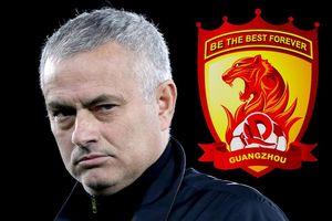 Không thể cưỡng 'núi tiền', HLV Mourinho sắp sang Trung Quốc cầm quân