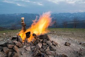 Độc đáo núi lửa cao có hơn 1m, cháy suốt 80 năm