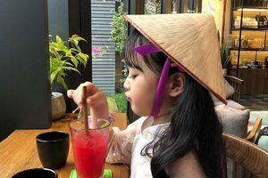 Hot kid Hàn có 1,7 triệu follow khoe mặc áo dài, đội nón lá ở Đà Nẵng
