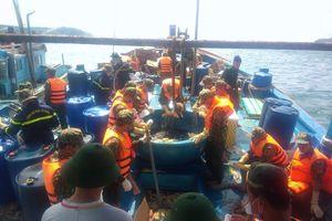 Vụ tàu chìm ở đảo Phú Quý: Đã hoàn tất việc bơm hút toàn bộ số dầu