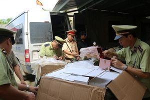 Lạng Sơn: 3 xe khách tháo hết ghế chở hàng lậu