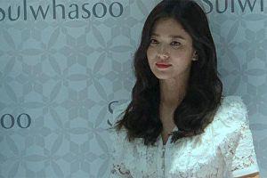 Cố cười rạng rỡ, Song Hye Kyo vẫn không giấu được vẻ tiều tụy sau ly hôn với Song Joong Ki