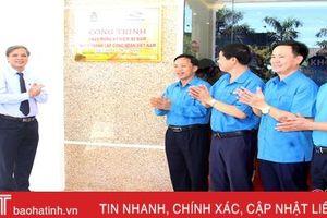LĐLĐ Hà Tĩnh gắn biển công trình chào mừng 90 năm Công đoàn Việt Nam