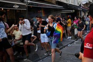 Chùm ảnh đẹp về Tháng tự hào LGBT 2019 trên toàn thế giới
