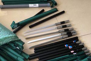 Bắt 3 đối tượng bán hơn 1.000 con dao tự chế nhập từ Trung Quốc