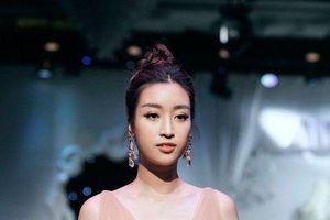 Phản ứng của Hoa hậu Đỗ Mỹ Linh trước nghi vấn yêu em trai BTV Ngọc Trinh