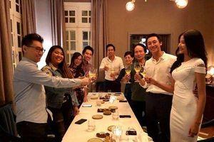 Đăng ảnh tựa vai nhau ngắm hoàng hôn, Hoàng Thùy muốn gửi ngàn yêu thương đến Rocker Nguyễn nhân ngày sinh nhật