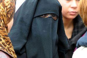 Tunisia ban hành lệnh cấm che mặt tại nơi công cộng