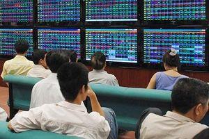 Kết quả kinh doanh tốt, vì sao cổ phiếu ngân hàng vẫn chưa hấp dẫn?